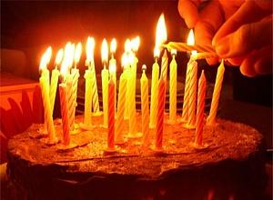 Svecītes uz tortes - Dzimšanas dienas kartiņa 1