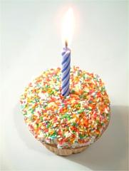 Kūciņa ar svecīti - Dzimšanas dienas kartiņa 17