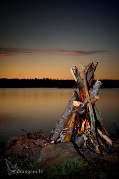 Līgo ugunskurs pie ezera - Līgo kartiņa 5